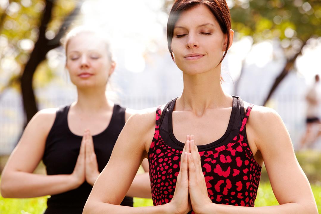 2 women meditating in the morning.