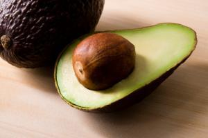 avocado for curly hair conditioning